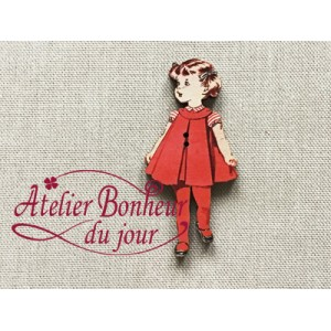 Bouton bois  Fillette robe rouge H 4.5cm