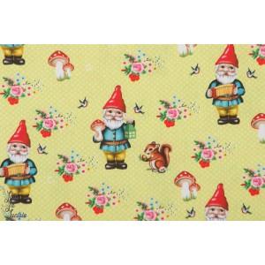 coton joyeux gnome jaune par Fiona  Hewitt rétro,vintage nain jardin écureuil