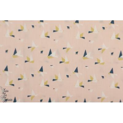 Batiste 1000 BIRDS madame casse bonbon oiseau graphique lawn rose liberty
