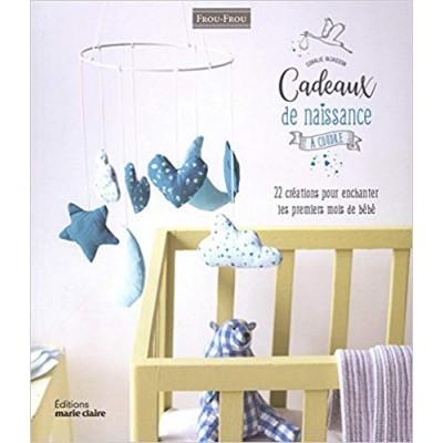 Livre cadeaux de naissance à coudre  de Coralie Bijasson layette patron bébé trousseau