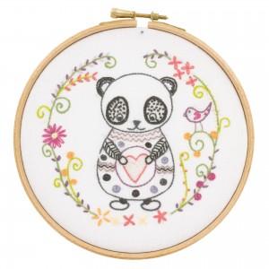 Sacha le Panda  kit à broder